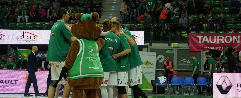 Kilka ujęć wideo z 2. meczu Stelmet – Asseco